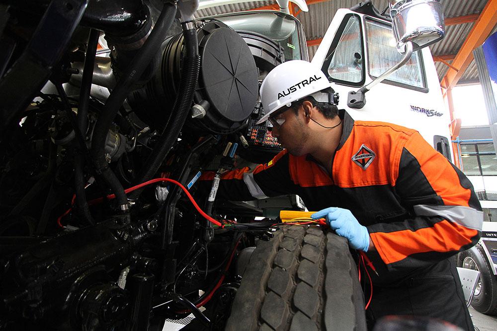 Servicio técnico de mantenimiento y reparación de camiones con respuestos originales